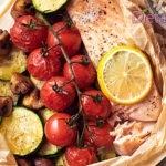 Salmone al forno, la ricetta del filetto al cartoccio con verdure