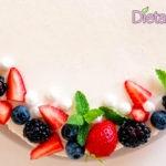 Torta fredda allo Yogurt greco con frutti di bosco senza cottura